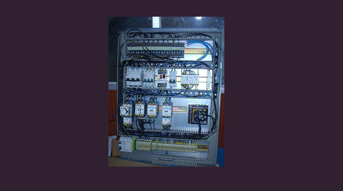 MONTEX Montajes Industriales y Soldadura - Conexionado cuadro eléctrico equipos